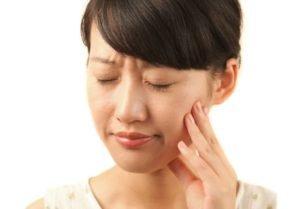 woman experiencing TMJ pain